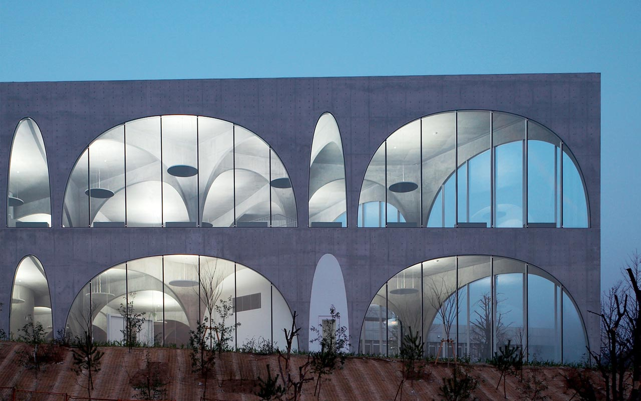 Tama Art University Library (Hachioji campus), Tokyo (J), 2007